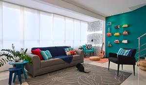 Sala de estar: Salas de estar modernas por Estúdio 102