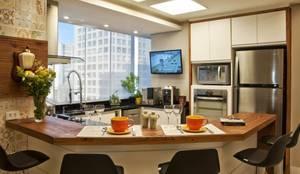 Cozinhas modernas por Tania Bertolucci  de Souza     Arquitetos Associados