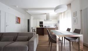 Open space: Sala da pranzo in stile in stile Moderno di Modularis Progettazione e Arredo