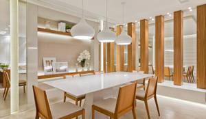 Comedores de estilo moderno por Rolim de Moura Arquitetura e Interiores
