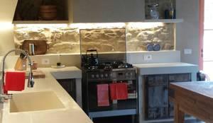 BioMalta RAL 7010 Grigio Tenda: Cucina in stile in stile Rustico di Marcello Gavioli