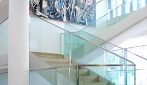 scala in vetro: Ingresso & Corridoio in stile  di Rizzo 1830