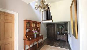 Couloir et Hall d'entrée de style  par Bandon Interior Design