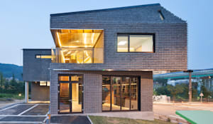 Casas de estilo moderno por JOHO Architecture