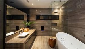 Baños de estilo moderno por GLR Arquitectos