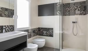 minimalistic Bathroom by ambau taller d´arquitectes