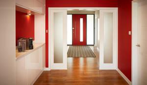 Corridor & hallway by LA Hally Architect