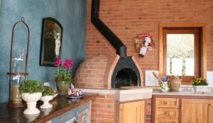 rustic Kitchen by Liliana Zenaro Interiores