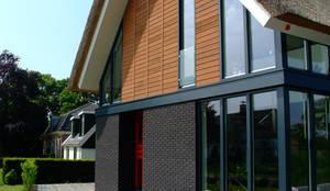 Voorgevel:  Huizen door MEF Architect