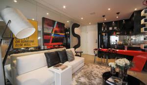 Projekty,  Salon zaprojektowane przez Chris Silveira & Arquitetos Associados