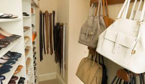 Vestidores y placares de estilo clásico por Tim Wood Limited