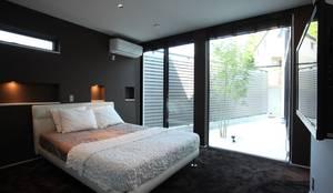 時の移ろいを感じる寝室: TERAJIMA ARCHITECTSが手掛けた寝室です。