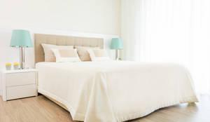 Camera da letto in stile in stile Moderno di Ângela Pinheiro Home Design