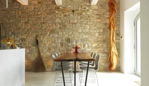 Locanda di Doris: Sala da pranzo in stile  di CASABELLA
