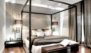 Camera da letto padronale: Camera da letto in stile in stile Moderno di Ernesto Fusco