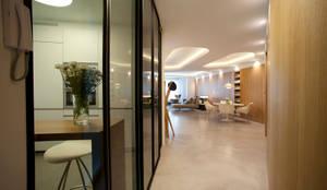 Ingresso & Corridoio in stile  di MADG Architect