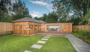 moderne Garage & Schuppen von Crown Pavilions