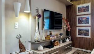 Salas multimédia ecléticas por Adriana Pierantoni Arquitetura & Design
