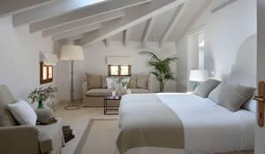 Habitaciones de estilo mediterráneo por Bloomint design