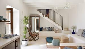 Livings de estilo mediterraneo por Bloomint design