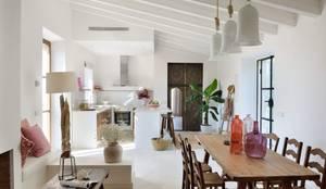 mediterrane Wohnzimmer von Bloomint design