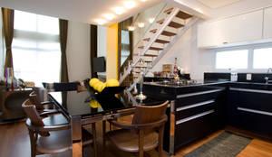 Loft no bairro Jardim Paulista: Cozinhas modernas por EVELIN SAYAR ARQUITETURA E INTERIORES