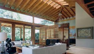 Sala/Comedor: Salas de estilo mediterraneo por JR Arquitectos