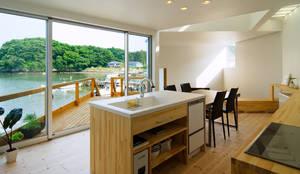 Cucina in stile in stile Moderno di 関建築設計室 / SEKI ARCHITECTURE & DESIGN ROOM