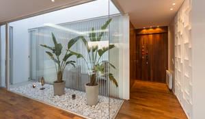 Casa C Puerto Roldan: Jardines de invierno de estilo moderno por VISMARACORSI ARQUITECTOS