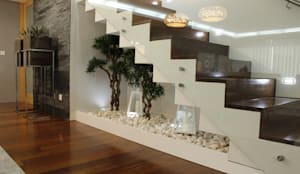 classic Corridor, hallway & stairs by HC Interiores