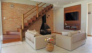 Casa Simples e Confortável: Salas de estar  por RAC ARQUITETURA,