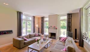 Villa te Diepenveen - Woonkamer: moderne Woonkamer door Friso Woudstra Architecten BNA B.V.