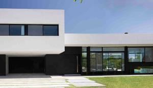 Casa Grand Bell: Casas de estilo moderno por Remy Arquitectos