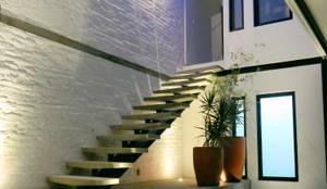 Couloir et Hall d'entrée de style  par Boquer 3
