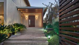 房子 by Isabela Canaan Arquitetos e Associados