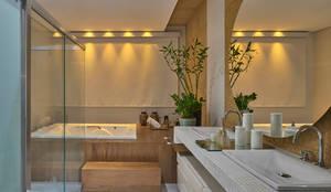 Salle de bain de style de style Moderne par Isabela Canaan Arquitetos e Associados