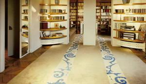 Tapis sur mesure: Salon de style de style Moderne par Leone edition