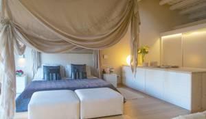 Dormitorios de estilo mediterraneo por Brick construcció i disseny