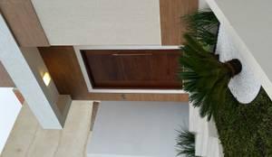 Casas de estilo ecléctico por Pecego e Mandarino Arquitetos