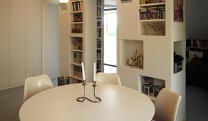 Salas de jantar modernas por in&outsidesign