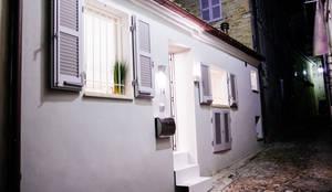 บ้านและที่อยู่อาศัย by Ossigeno Architettura