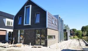 voorgevel: moderne Huizen door Nico Dekker Ontwerp & Bouwkunde