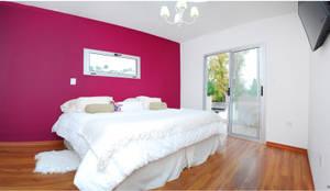 Camera da letto in stile in stile Moderno di Silvana Valerio