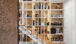 moderne Gang, hal & trappenhuis door Floret Arquitectura