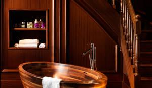 Freistehende Echtholz Badewanne BAULA American Walnut: moderne Badezimmer von Badefieber