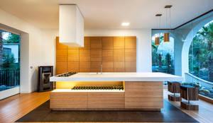 Realizzazioni: Cucina in stile in stile Moderno di Ebanisteria Cavallaro