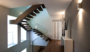 Pasillos y recibidores de estilo  por Vincenzo Leggio Architetto