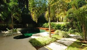 Casa RB: Jardins tropicais por alexandre galhego paisagismo