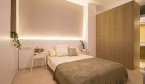 REFORMA DE VIVIENDA EN CALLE BURRIANA (VALENCIA): Dormitorios de estilo minimalista de DonateCaballero Arquitectos
