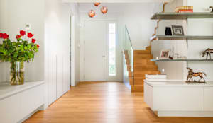 modern Corridor, hallway & stairs by Tarimas de Autor